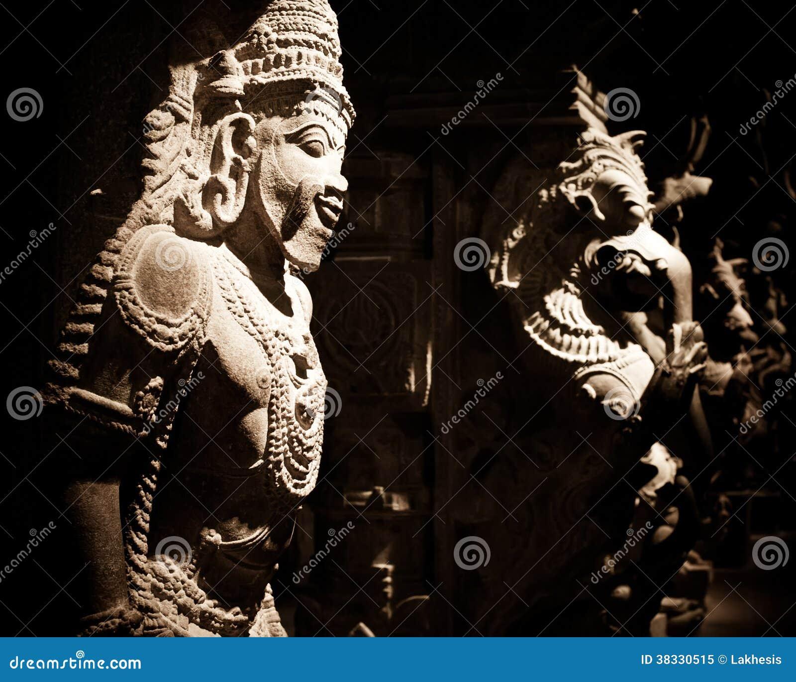 Statua Indiański bóg przy Hinduską świątynią indu