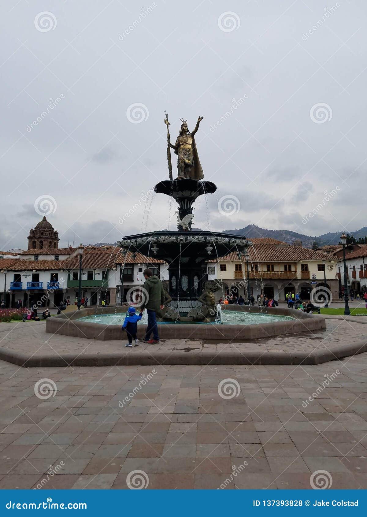 Statua Pachacuti, Plac De Armas w Cusco