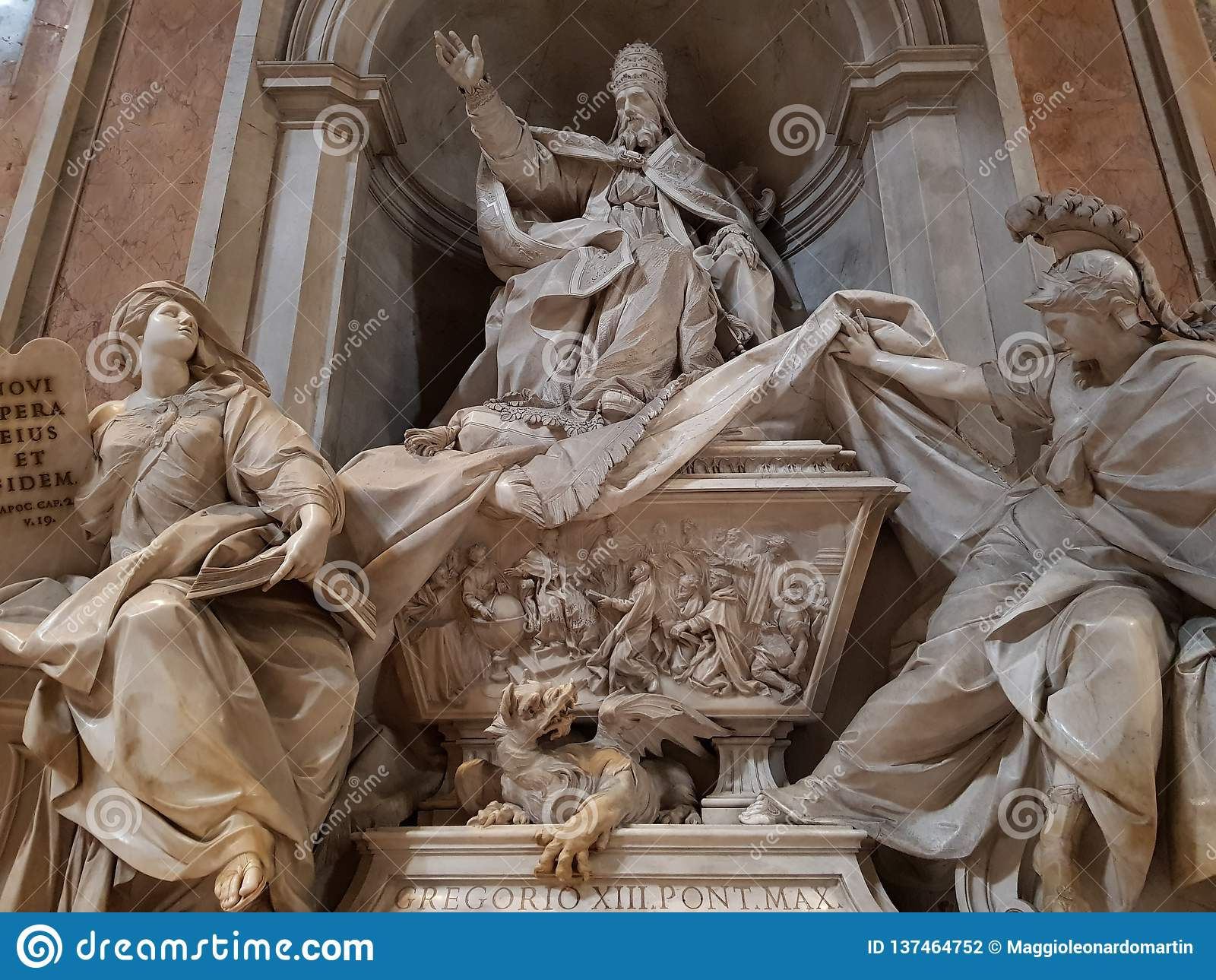 Statua Pope w bazylice Świątobliwy Peter w watykanie