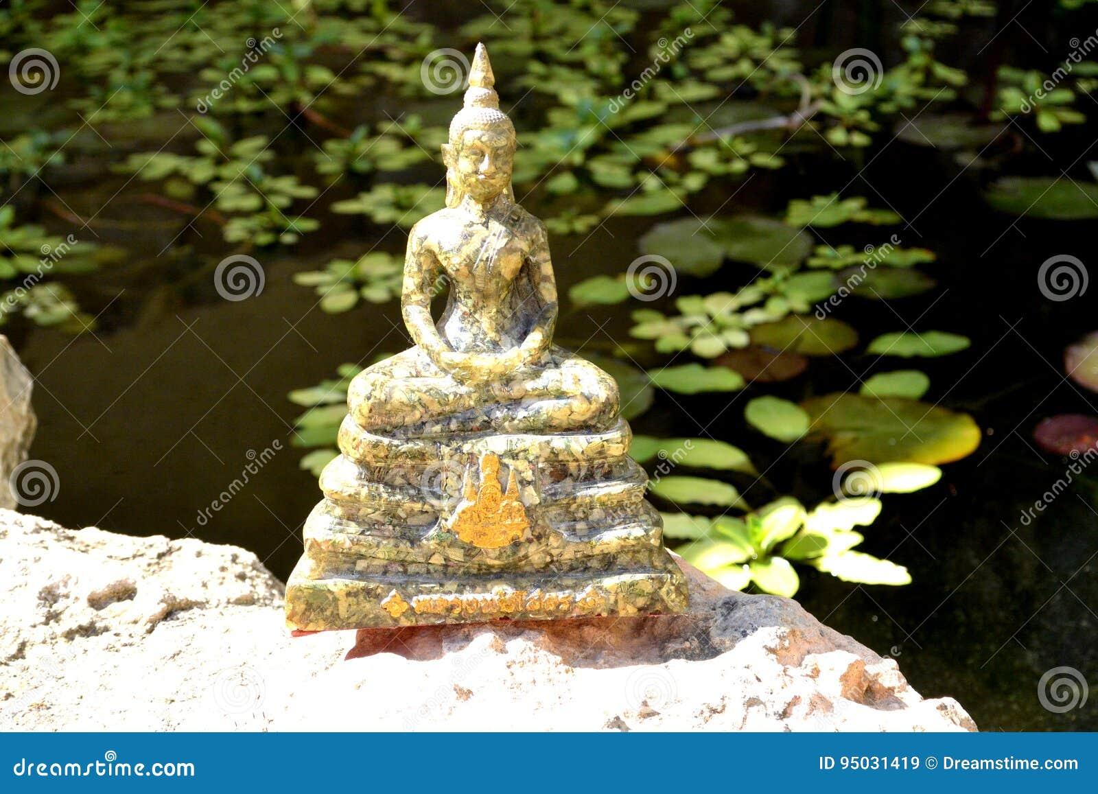 Statua Tajlandzki Buddha w medytaci pozie
