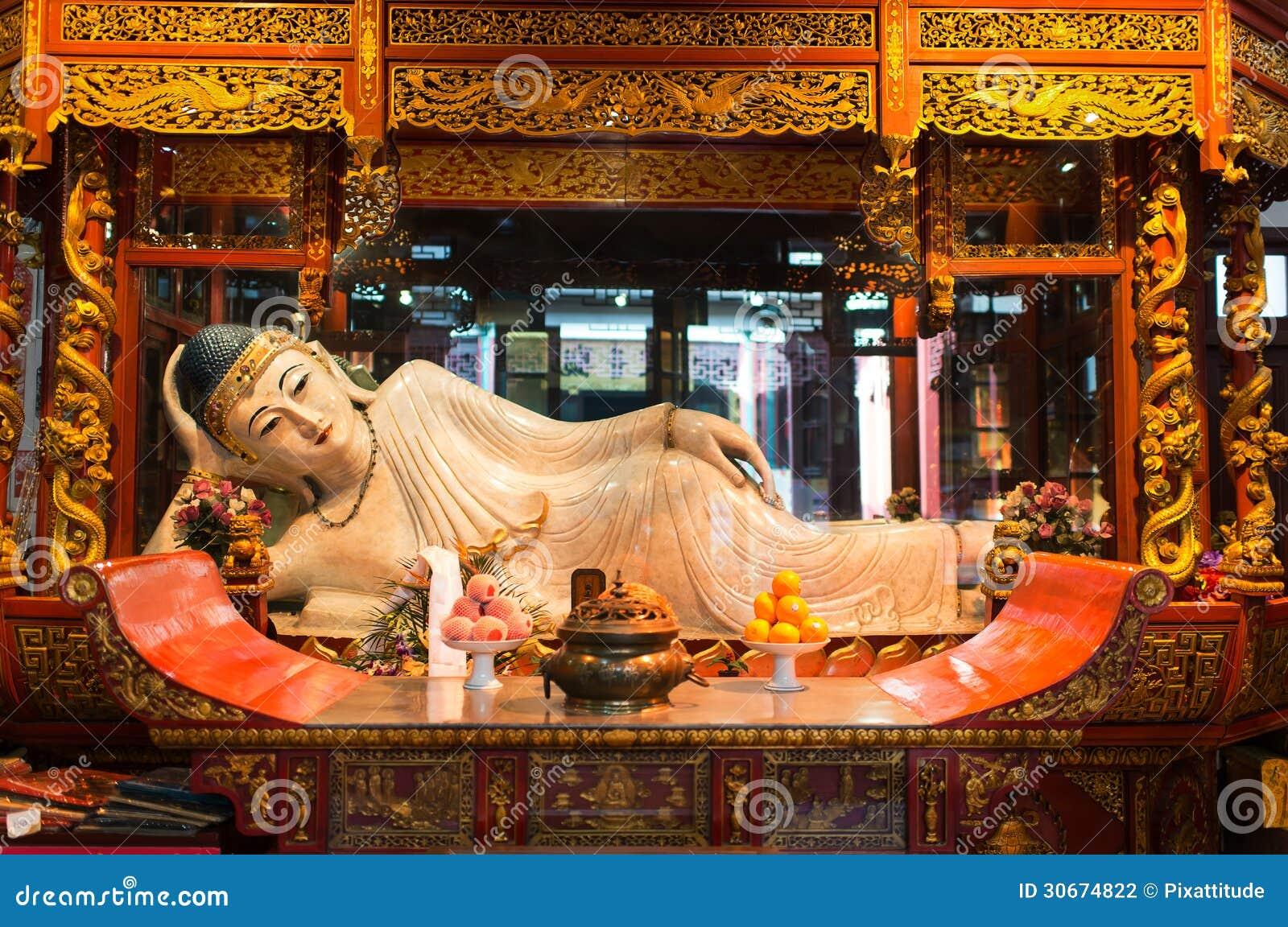 Statue étendue dans la la porcelaine de Jade Buddha Temple Changhaï