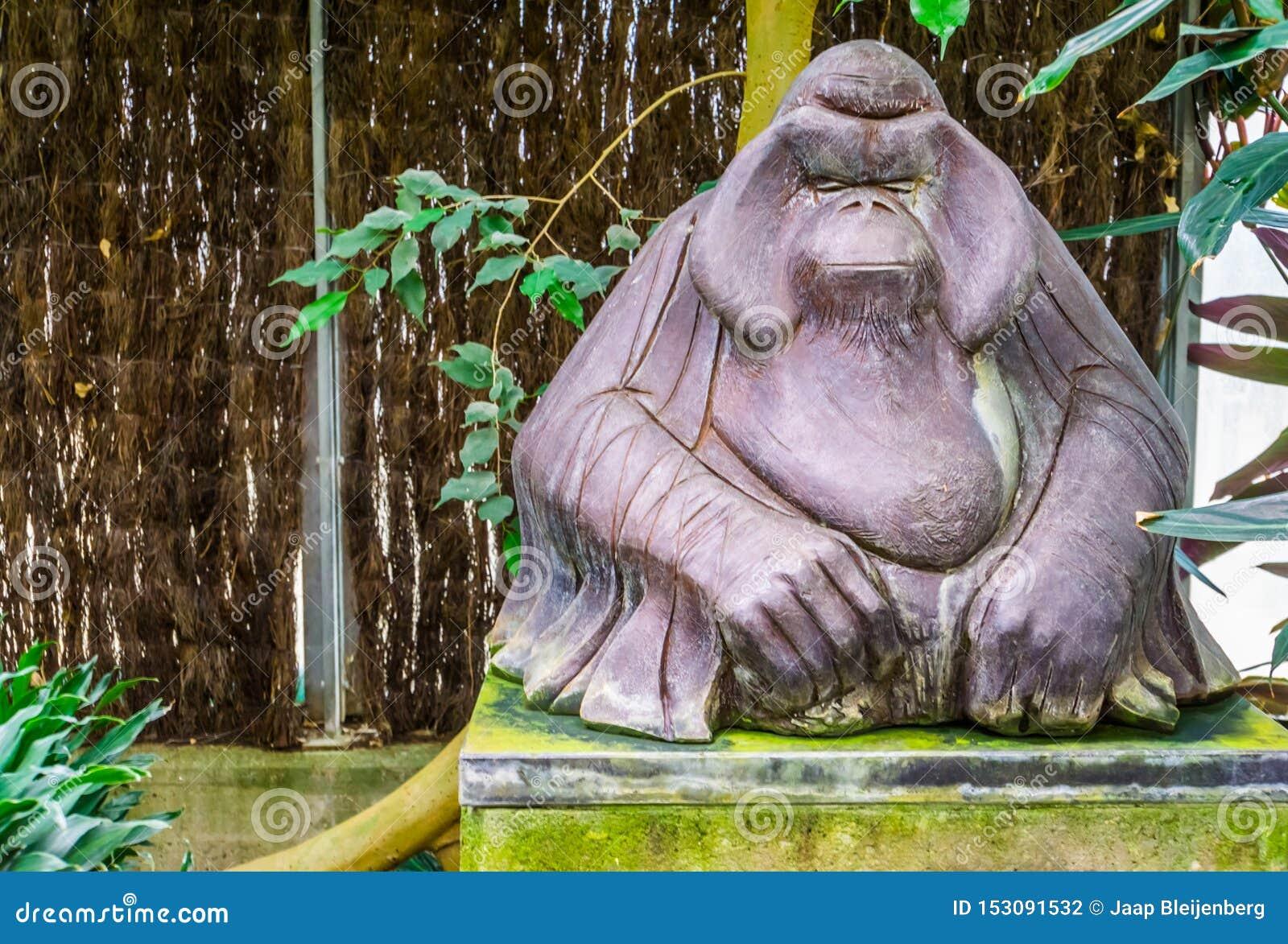 Statue animale de marbre d un orang-outan, grande sculpture en singe, décoration tropicale de jardin
