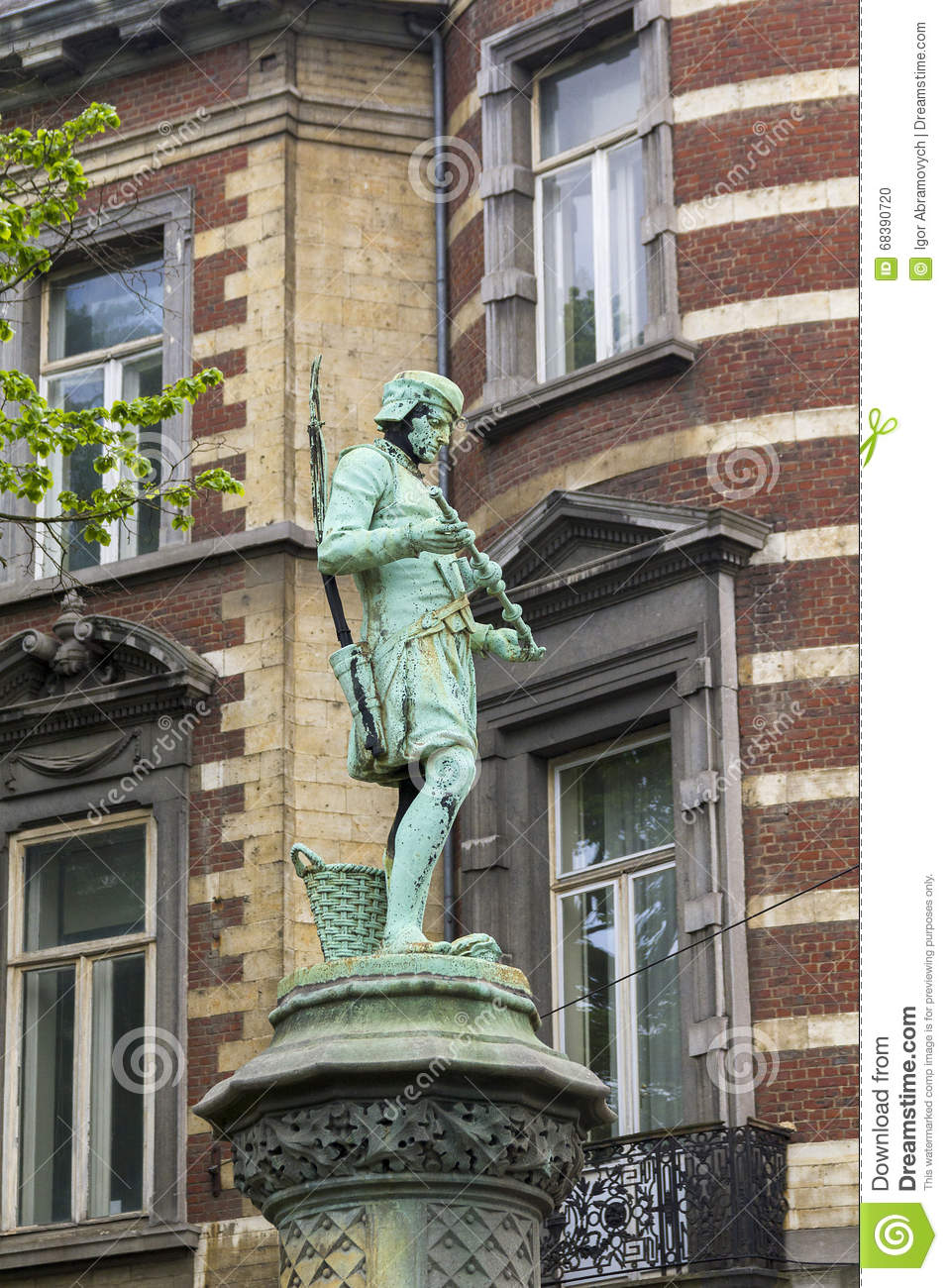 Statue Of Artisan On The Fence Sablon Park Editorial Image