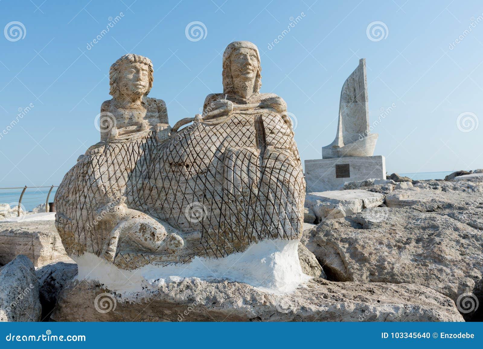 Statue auf Hafen - Ascoli Piceno - Italien