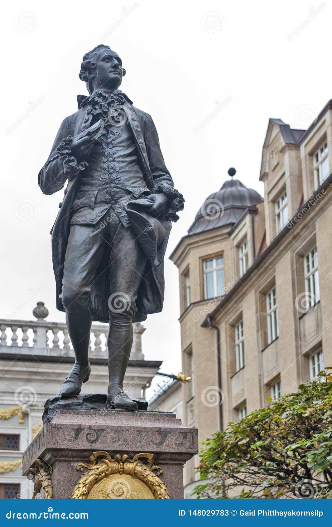 Statue commémorative de Johann Wolfgang von Goethe devant la bourse des valeurs d anciennes actions à la plaza de Naschmarkt à Le