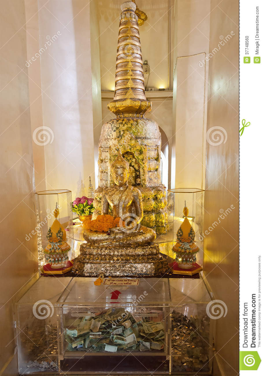 statue de bouddha l 39 int rieur de montagne d 39 or bangkok photo stock image 37748560. Black Bedroom Furniture Sets. Home Design Ideas