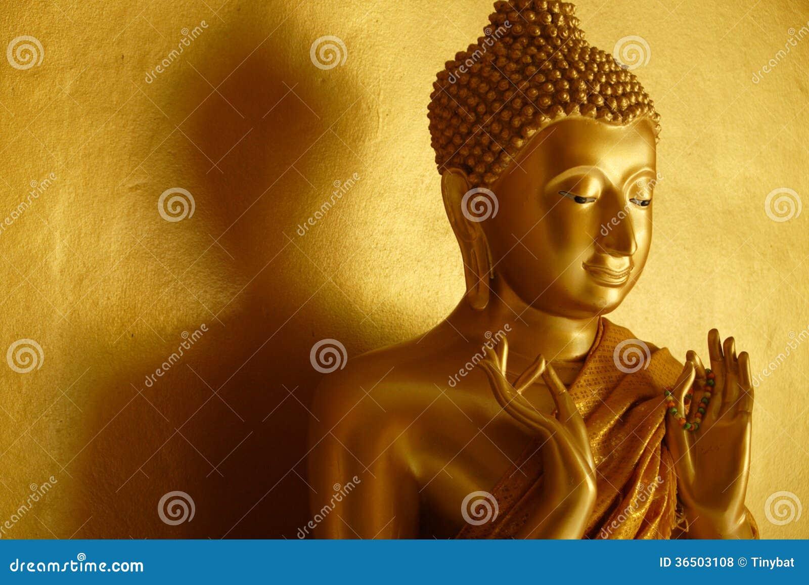 Statue de Bouddha dans le premier geste de enseignement