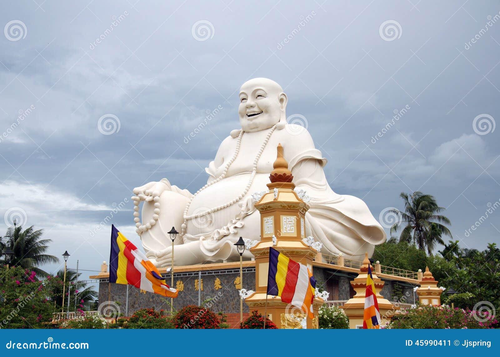 Statue de bouddha dans un temple bouddhiste au vietnam for Bouddha dans un jardin