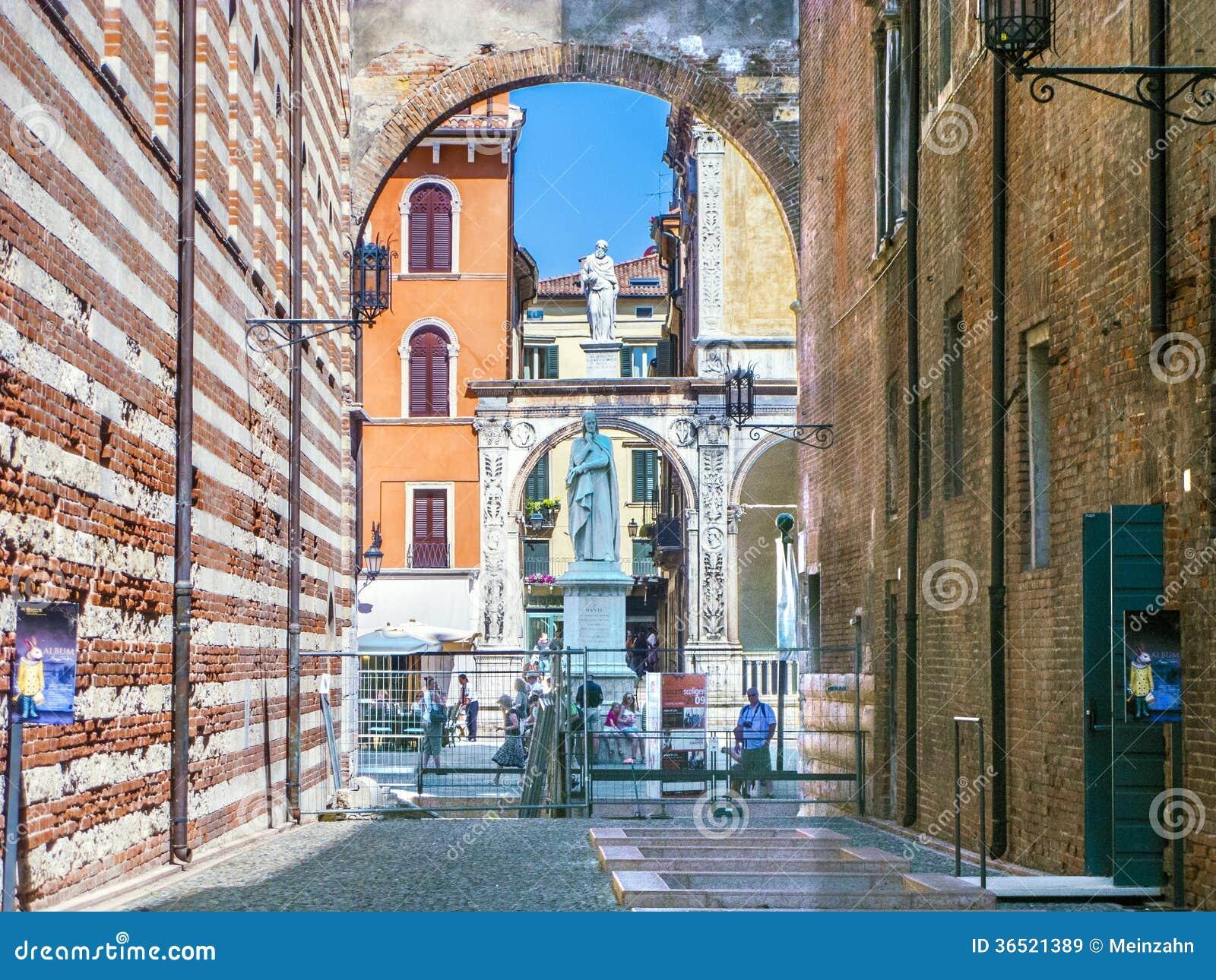 Statue de Dante dans des Signori de Piazza