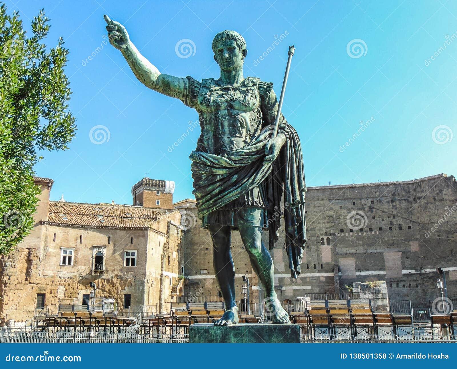 Statue de Roman Emperor Augustus à Rome