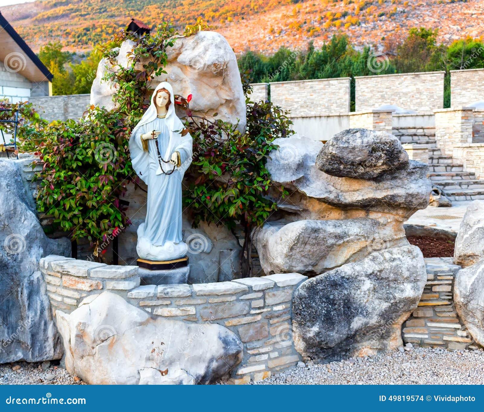 Statue de vierge marie b ni dans medjugorje photo stock for Statue vierge marie pour exterieur