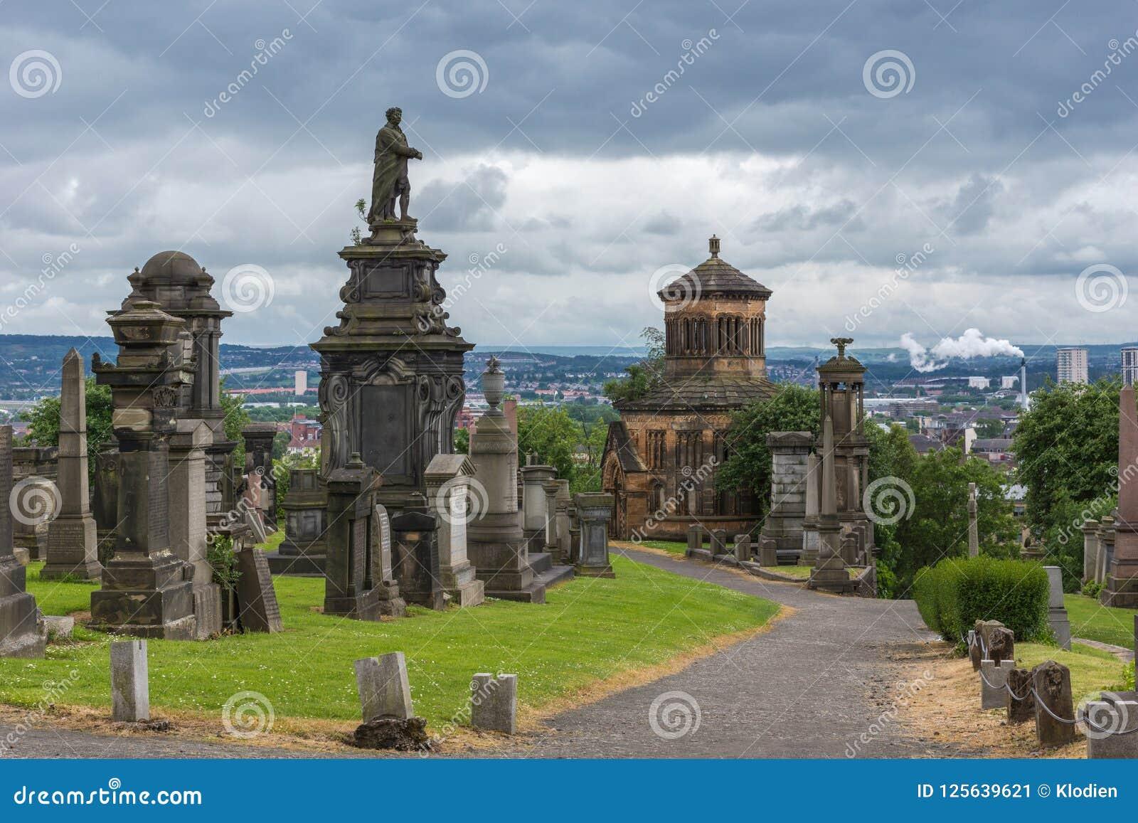 Statue de William McGavin sur le dessus t Glasgow Necropolis, Scotlan de colline
