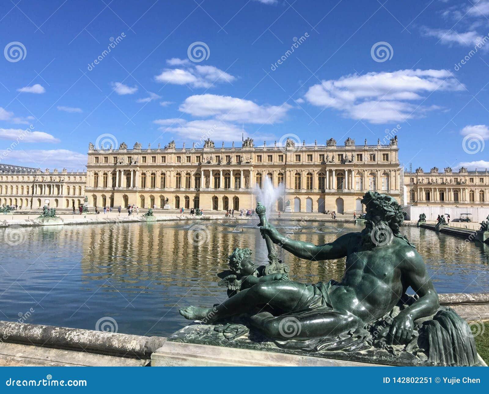 Statue del palazzo di Versailles