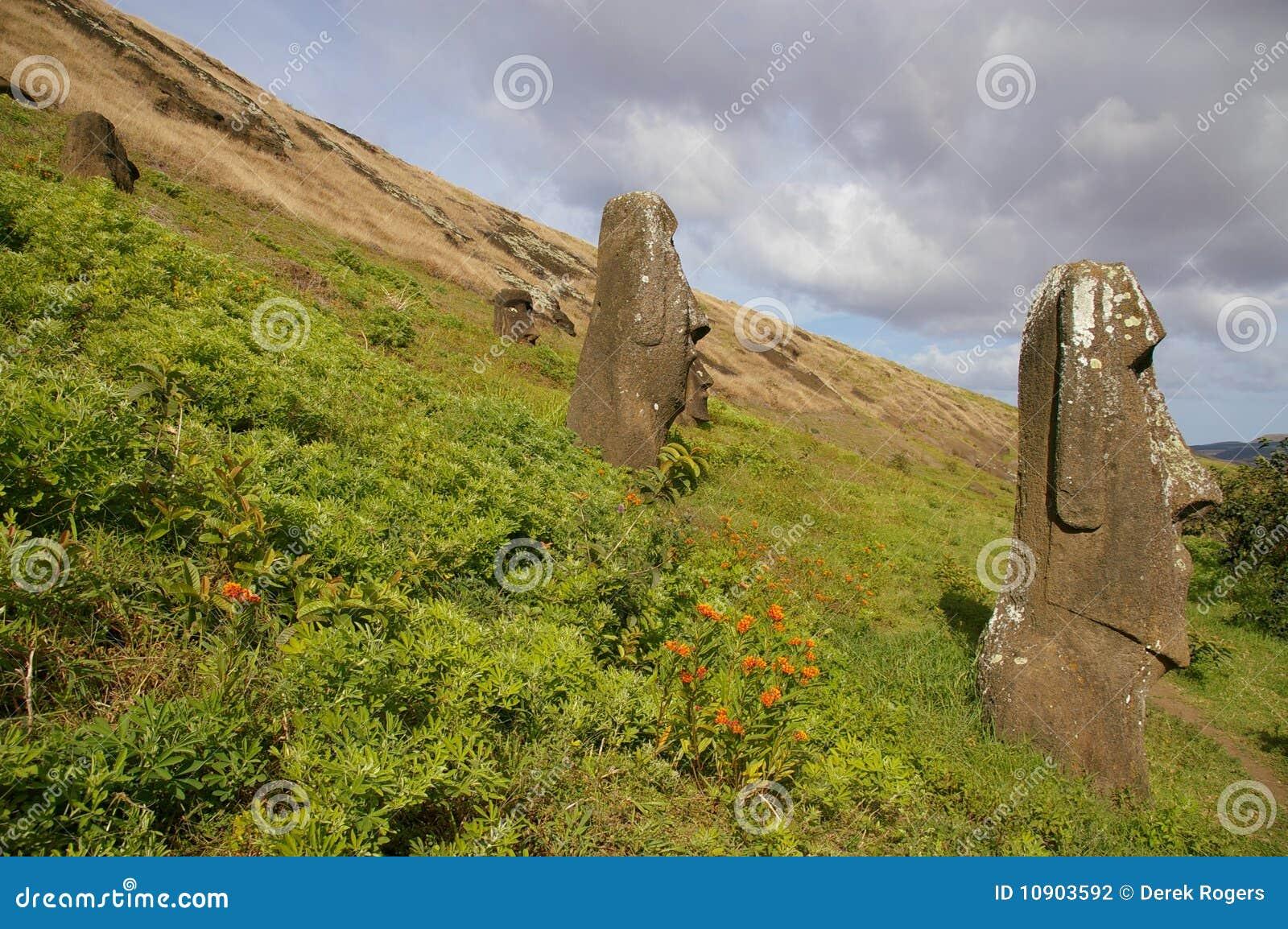 Immagini stock simili di ` statue dell isola di pasqua - rano raraku