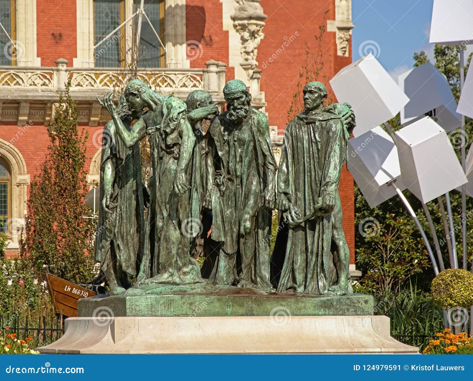 Statue des citoyens de Calais devant l hôtel de ville