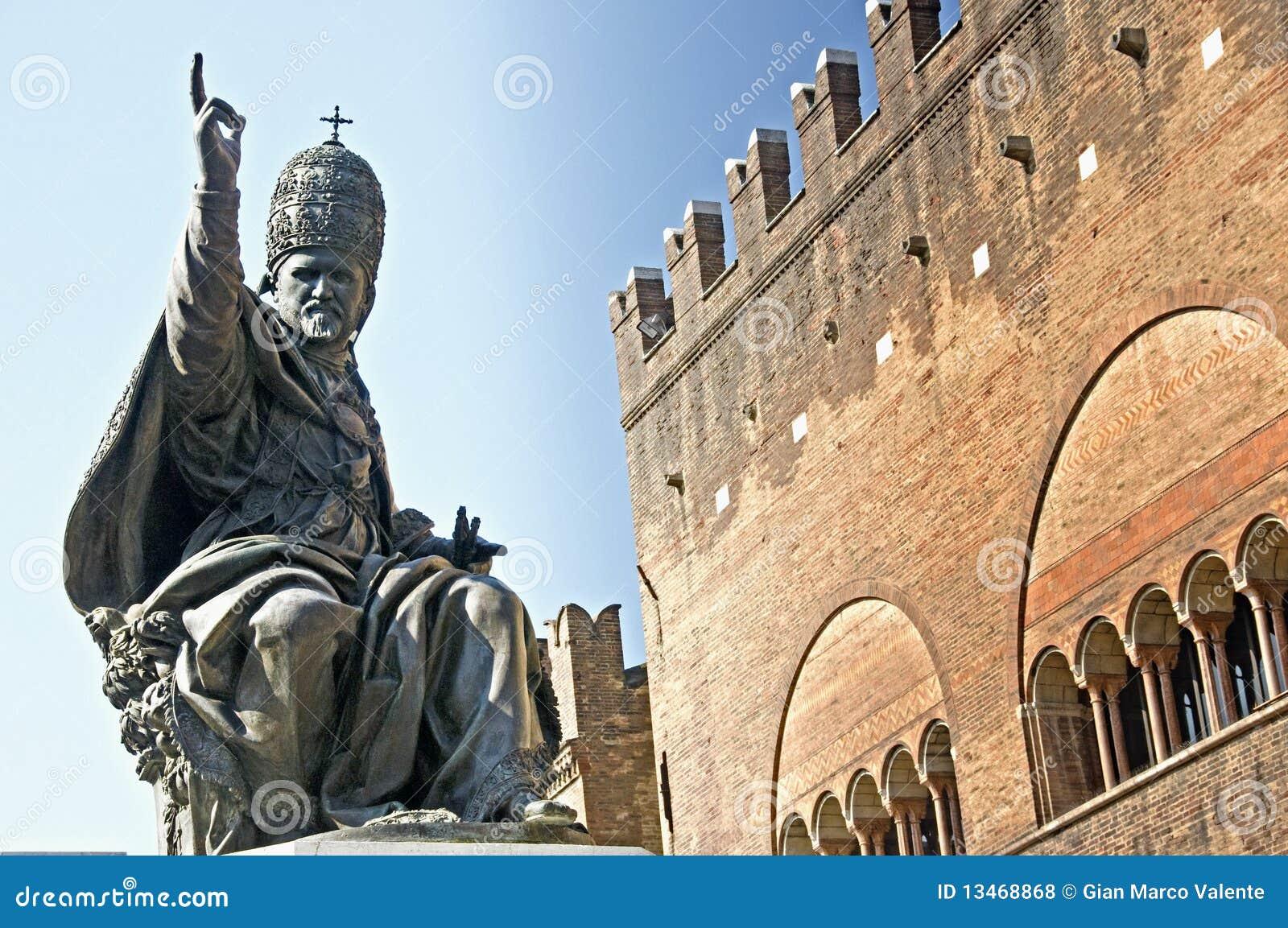 Statue des Papstes