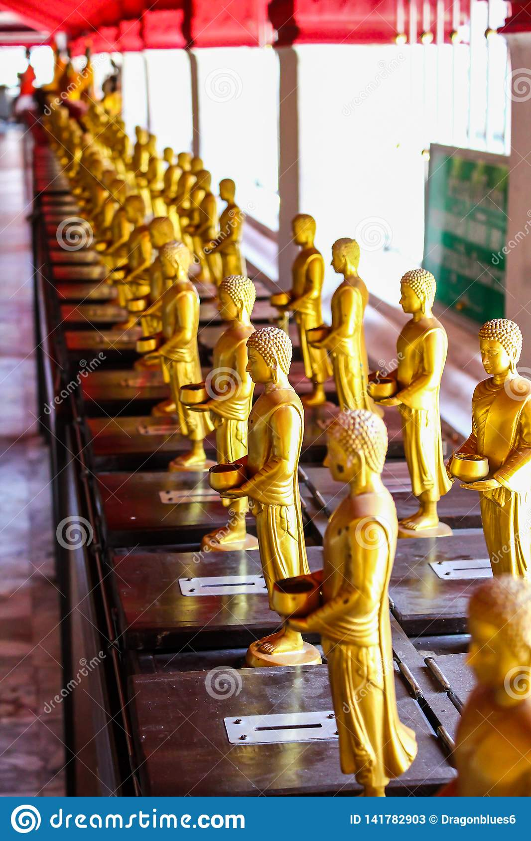 Statue di Buddha nel tempio