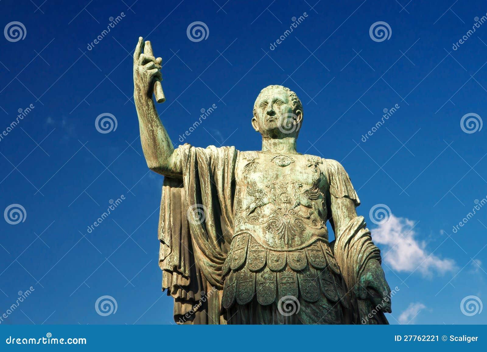 Statue en bronze de l empereur Nerva à Rome