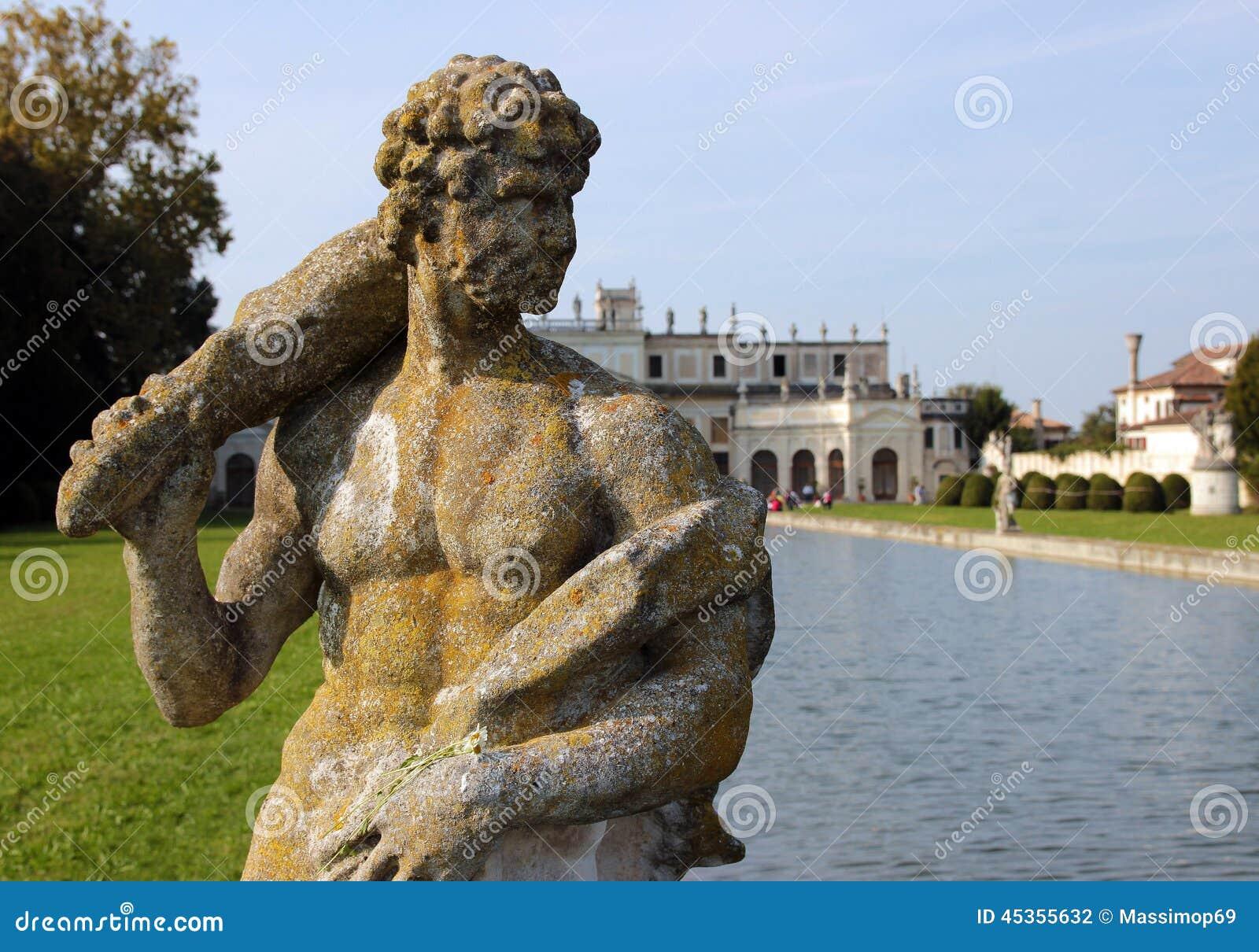 Statue en parc énorme de villa Pisani, Italie