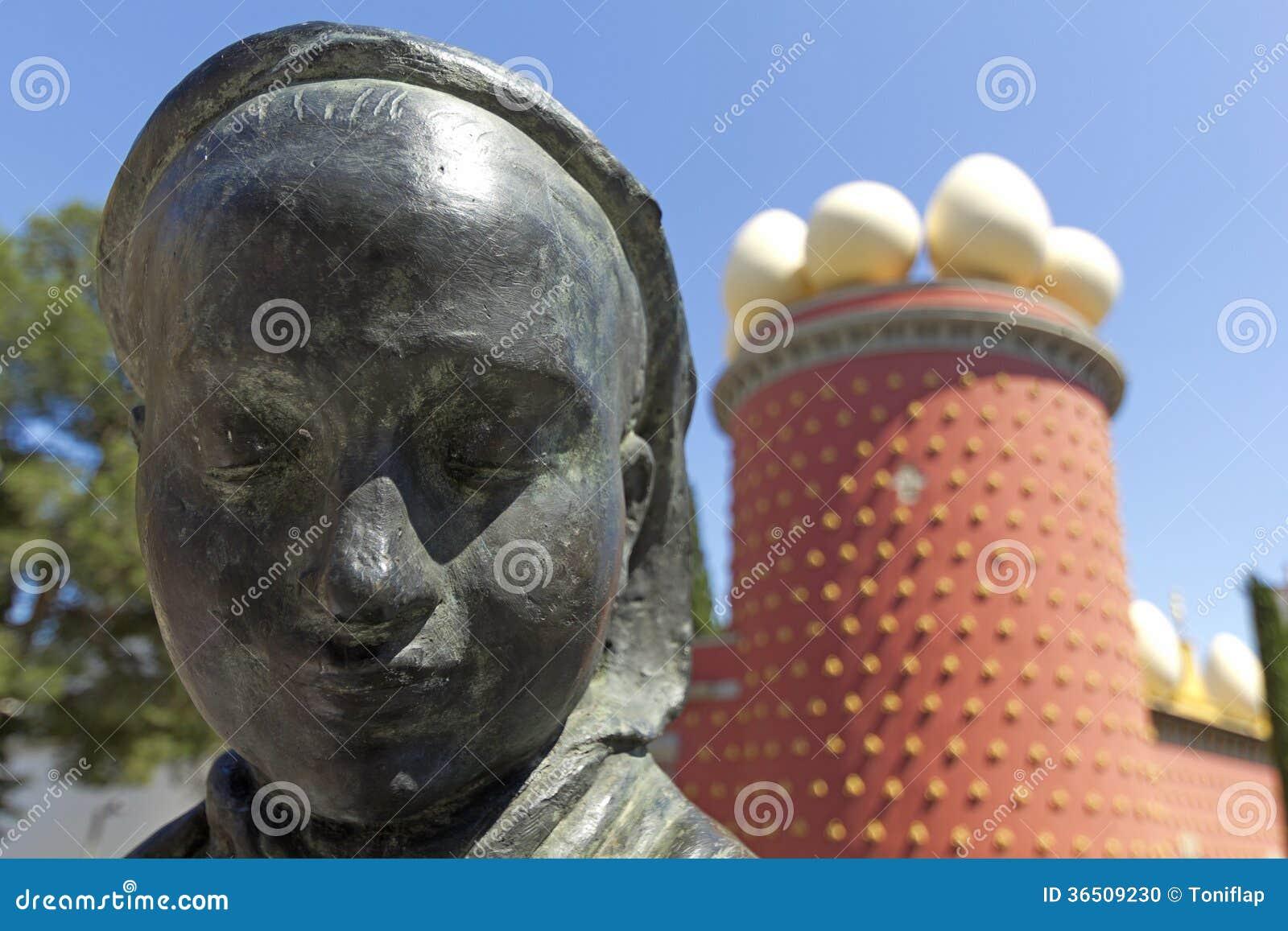 Statue et Dali Museum de Tramuntana. Figueres