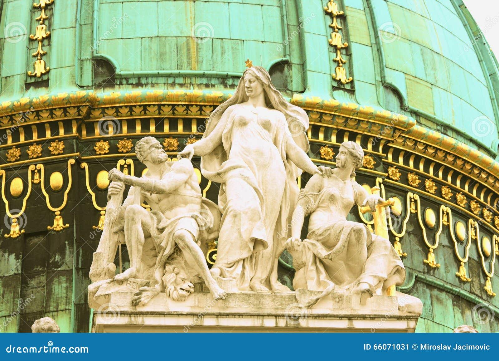 Statue impériale de palais-toit de palais de Hofburg au centre de Vien