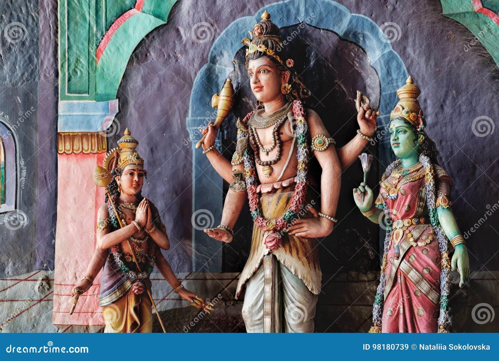 Statue indiane della divinità in caverne di Batu, Malesia