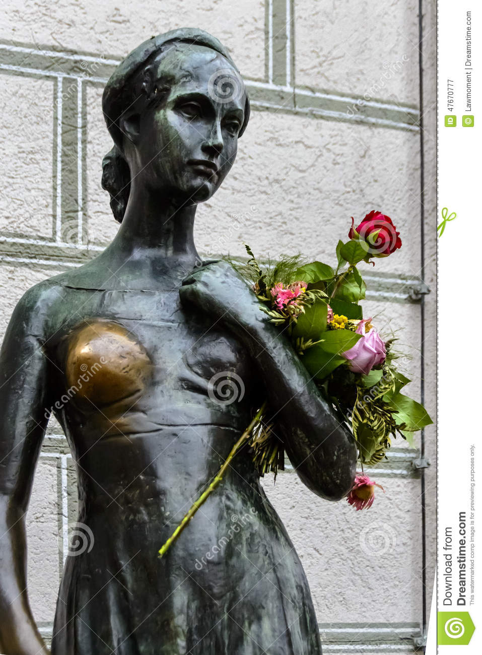 shakespeare s female characters Cleopatra from antony and cleopatra nothing says feisty like a queen scorned, and cleopatra certainly does not disappoint shakespeare's reinvention of the eqyptian monarch in his tragedy antony and cleopatra provides us with one of the most complex female characters in literature, shown by her tempestuous relationship with roman general mark antony which swings from passion and jealousy .