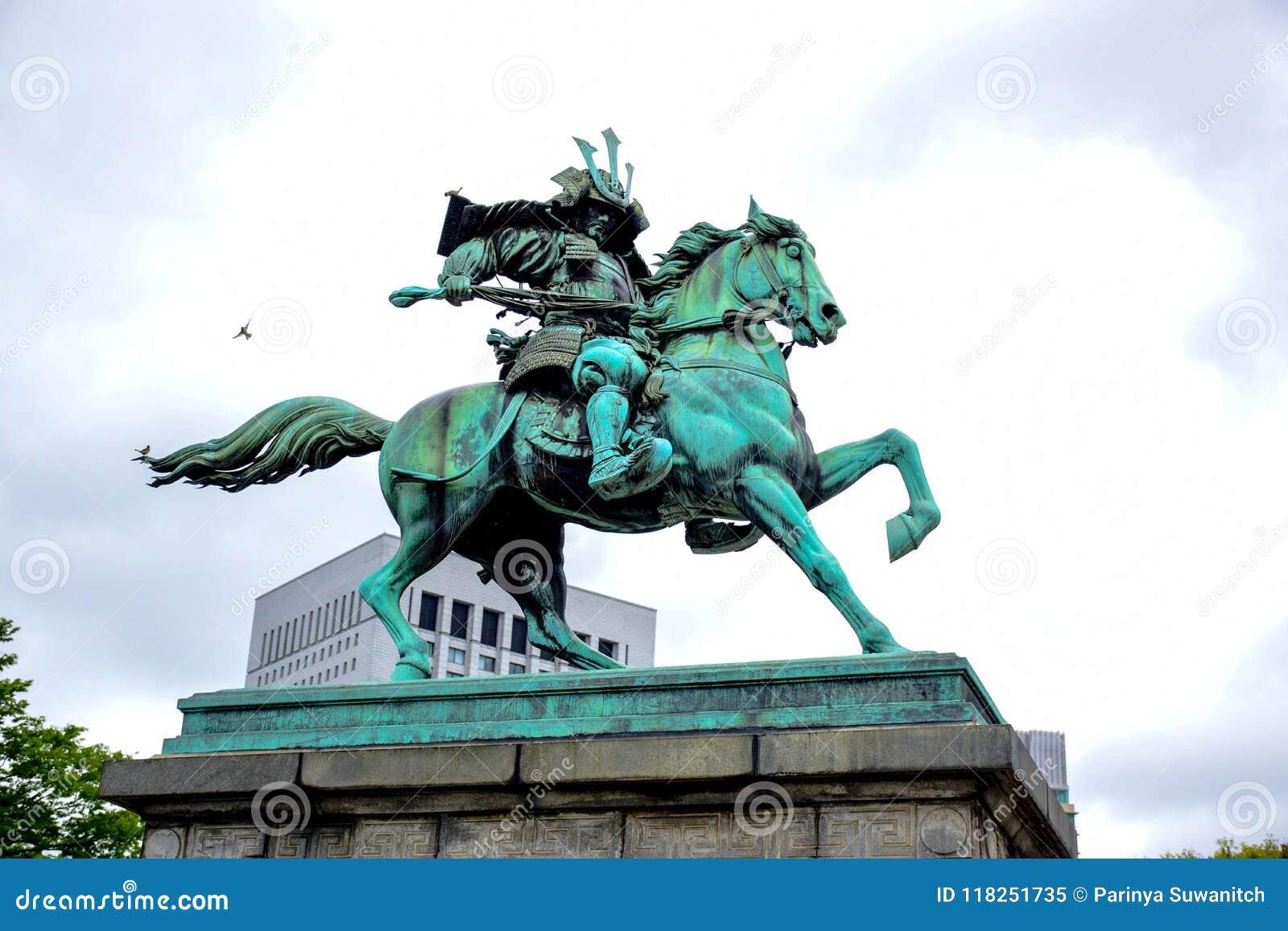 Statue Kusunoki Masashige, der große Samurai, am Garten außerhalb des Kaiserpalastes in Tokyo