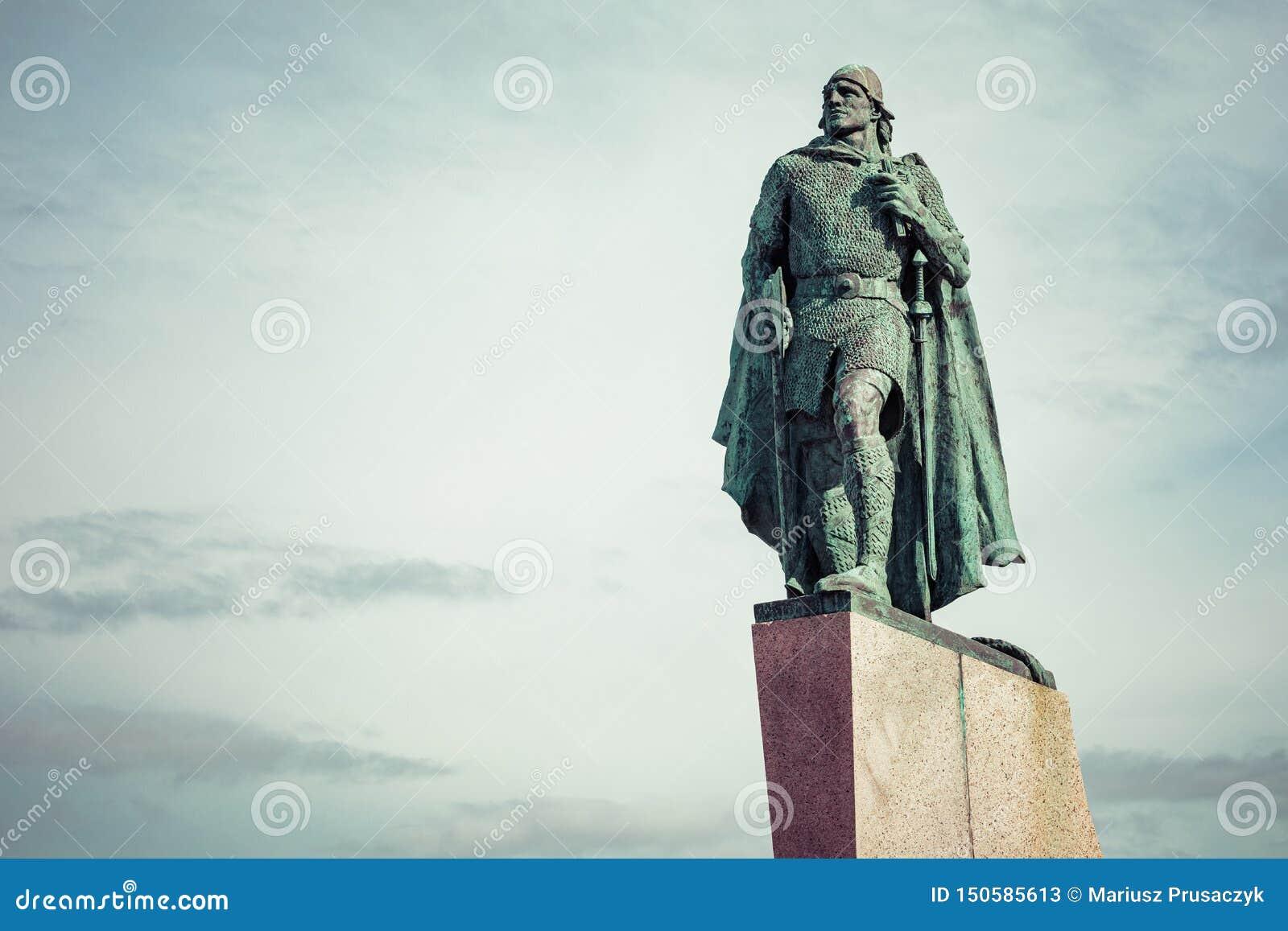 Statue of Leifur Eiriksson in front of the Hallgrimskirkja cathedral in Reykjavik, Iceland