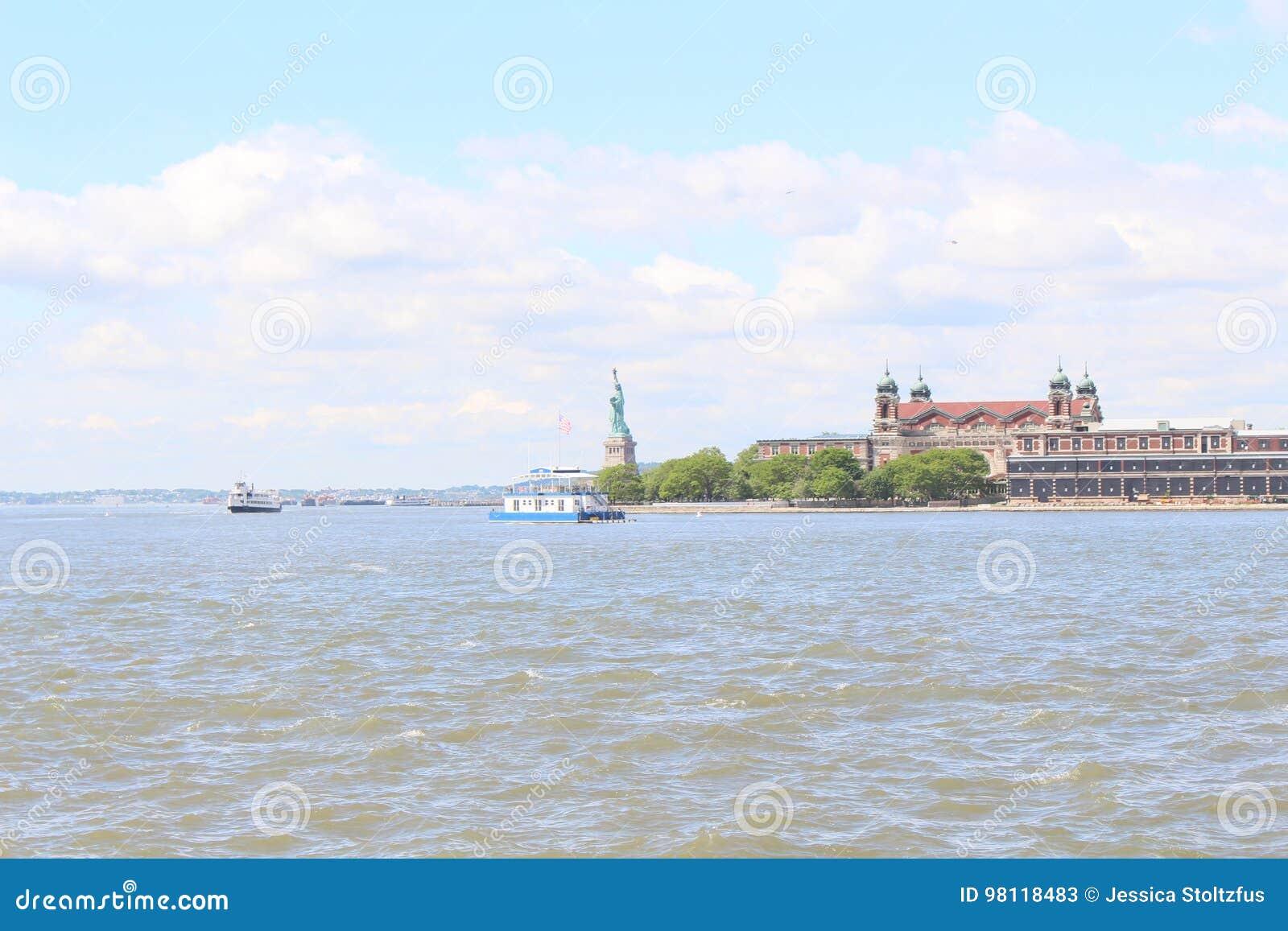 Ellis Island Statue of Liberty Clipart - Clip Art Bay