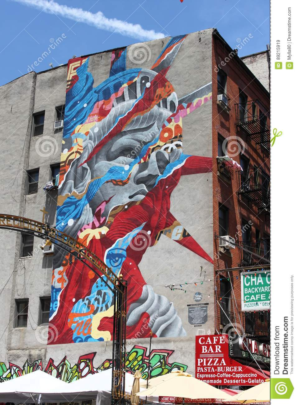Foto Murales New York.Statue Of Liberty Murales In Little Italy New York City