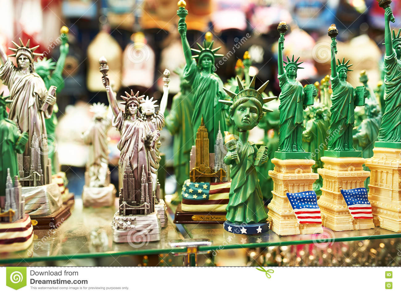 Statue of liberty souvenirs at a store in new york for Gifts for new yorkers