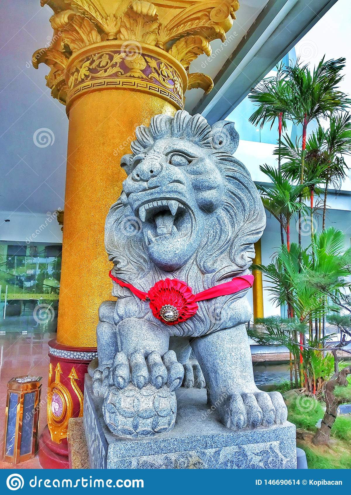 a statue of a lion in front of the hotel