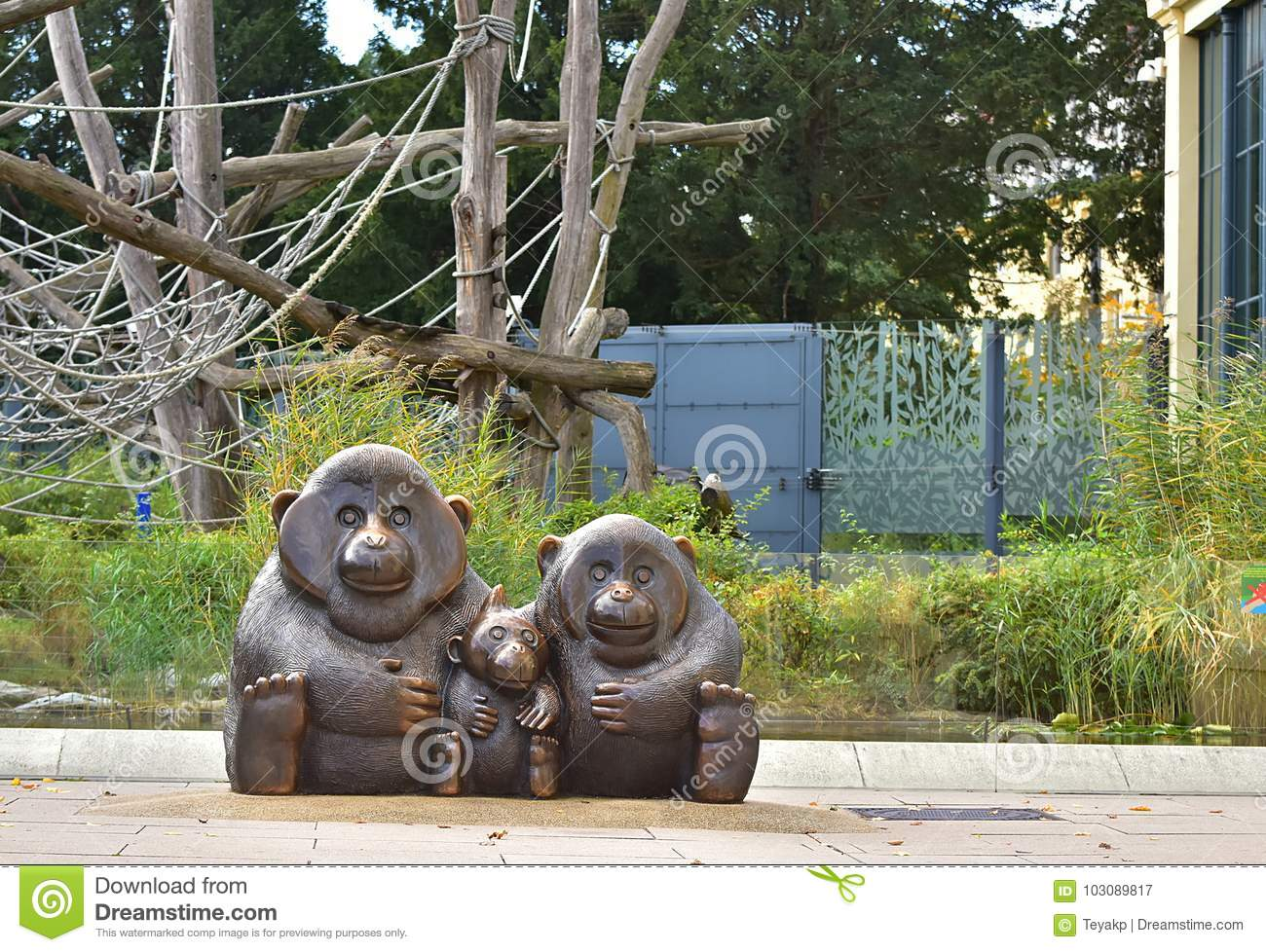 Statue of the monkey family