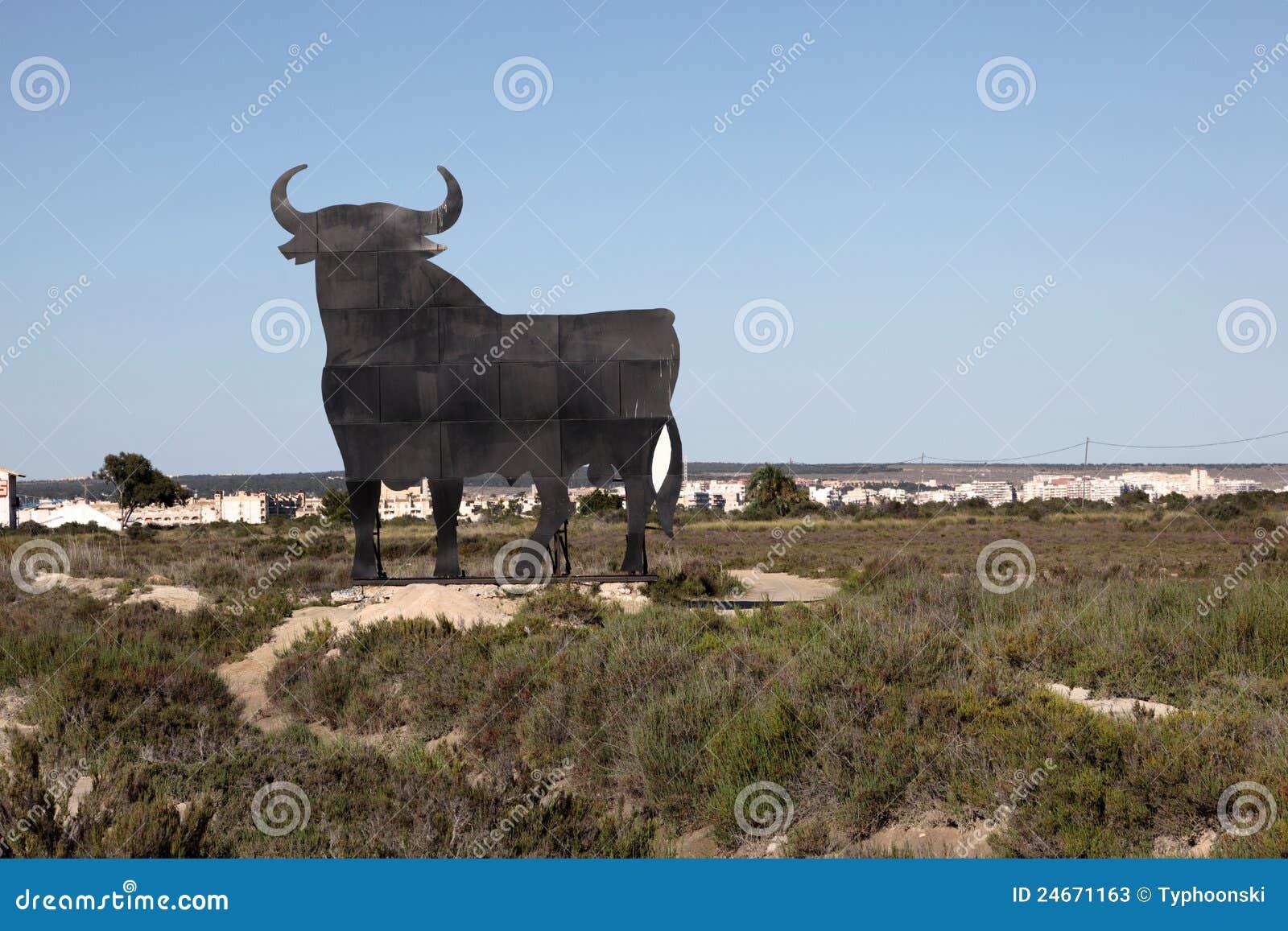 statue noire de taureau en espagne photos stock image. Black Bedroom Furniture Sets. Home Design Ideas
