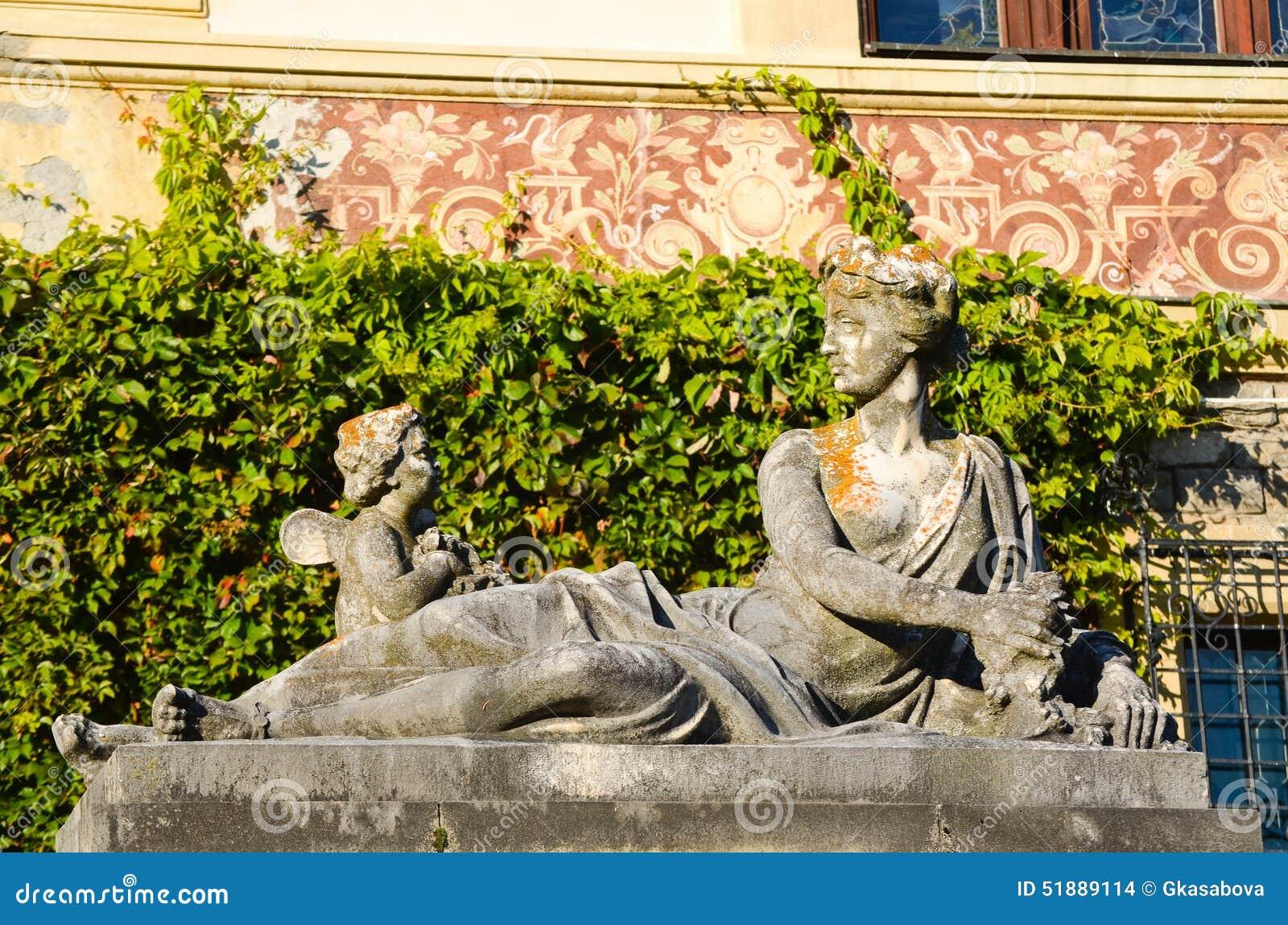 Peles Castle Dog Statue Video