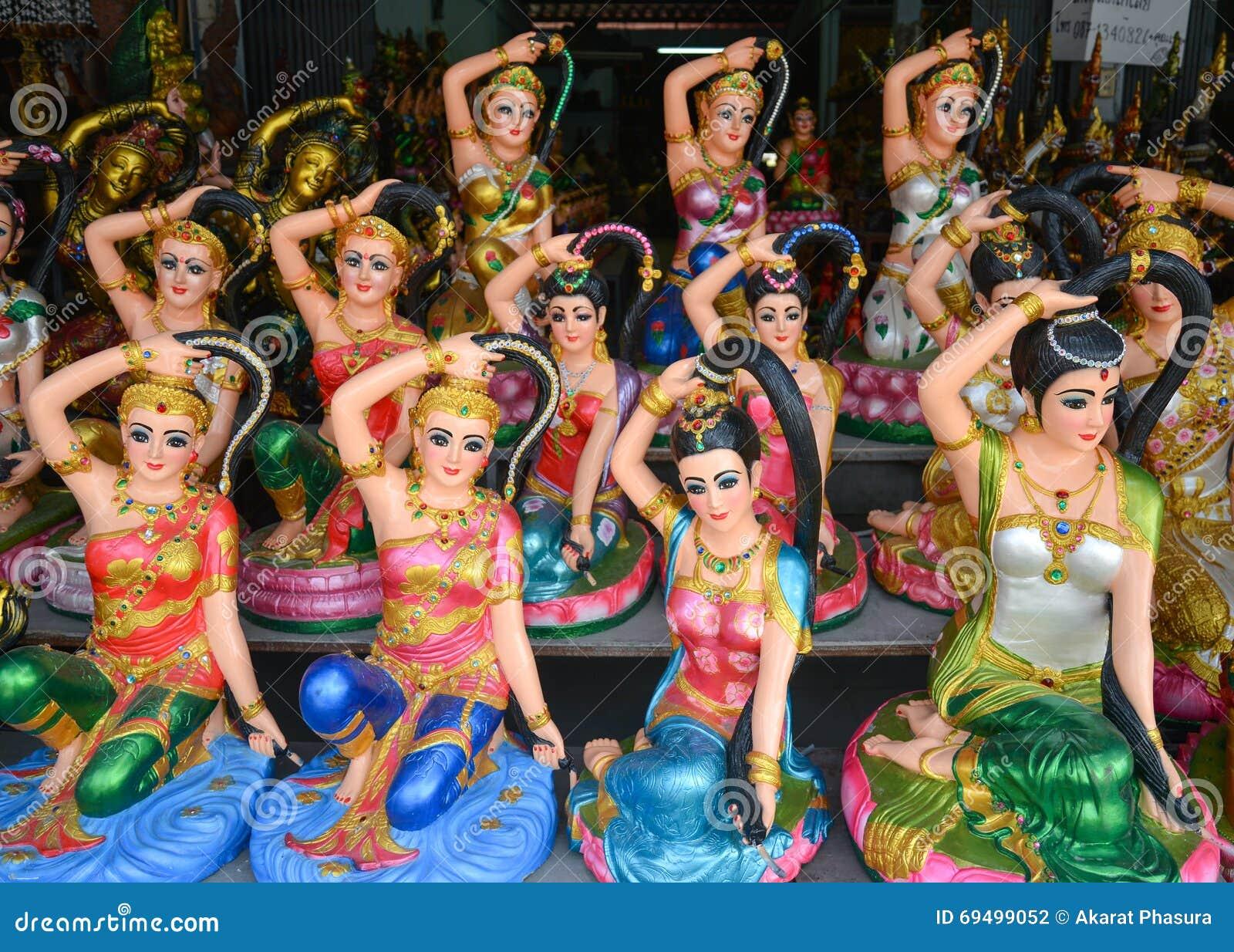 Statue Phra Mae Thorani
