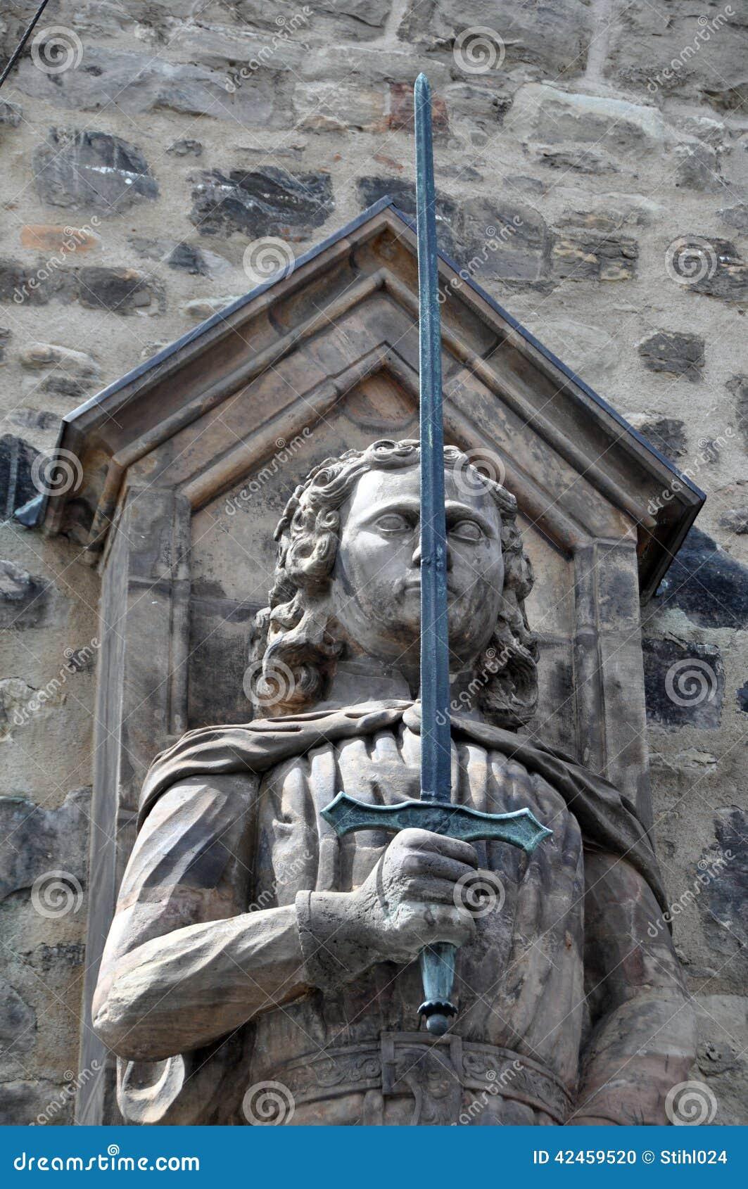 Statue: Ritter mit Klinge