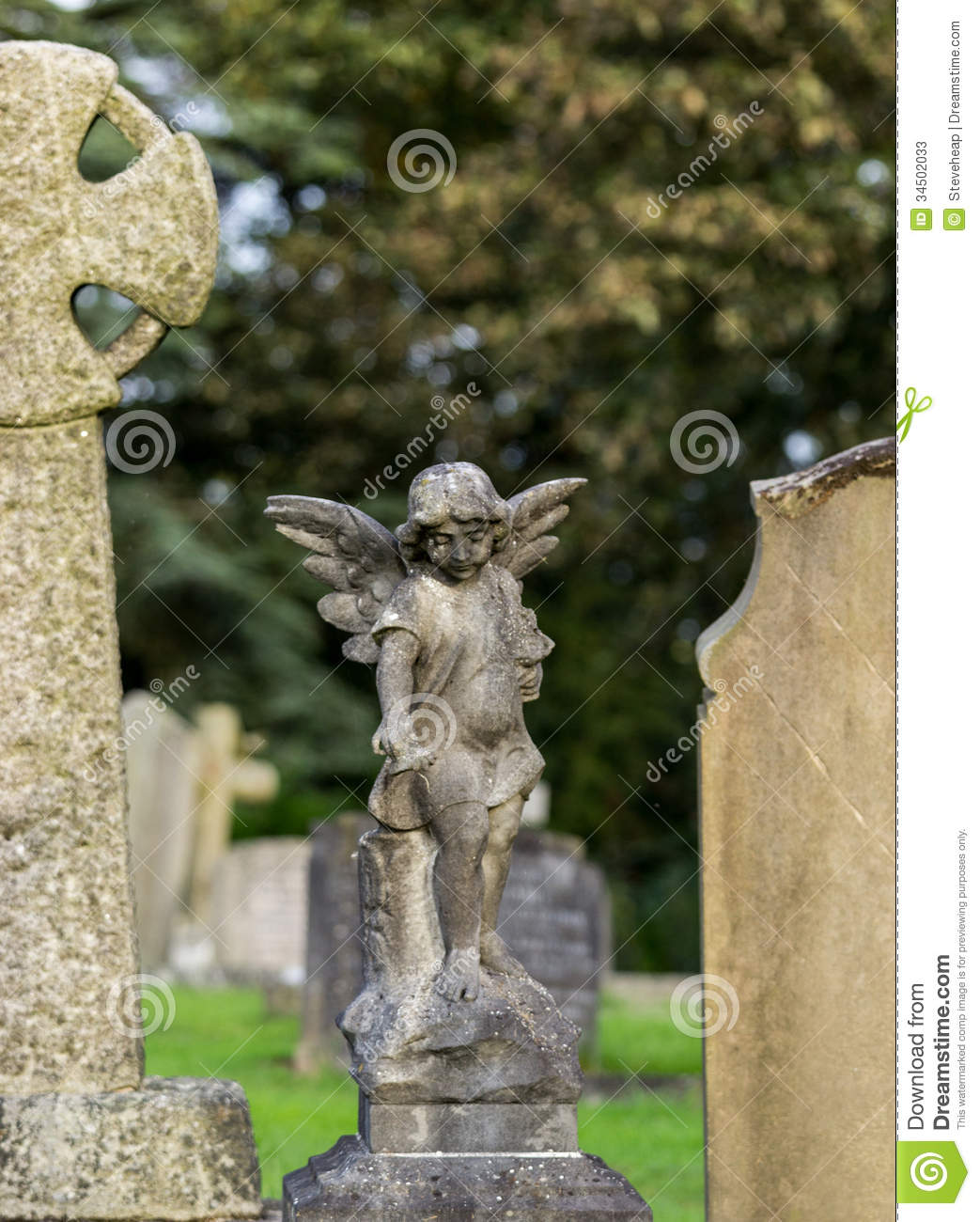 Small Angel Statues For Graves: Statue Of Small Child As Angel Stock Photos