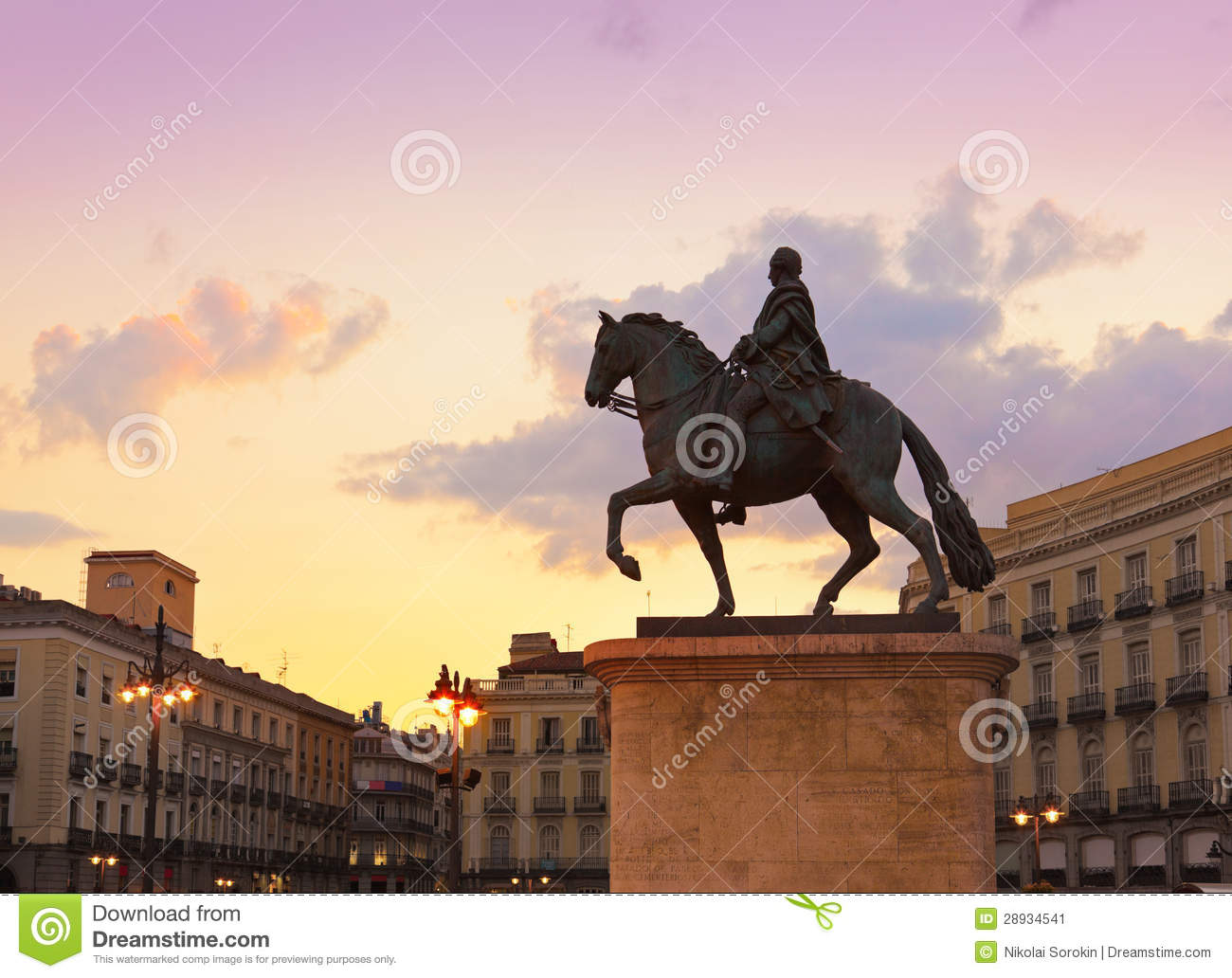 Statue on sol plaza in madrid spain stock image image for Sol plaza madrid