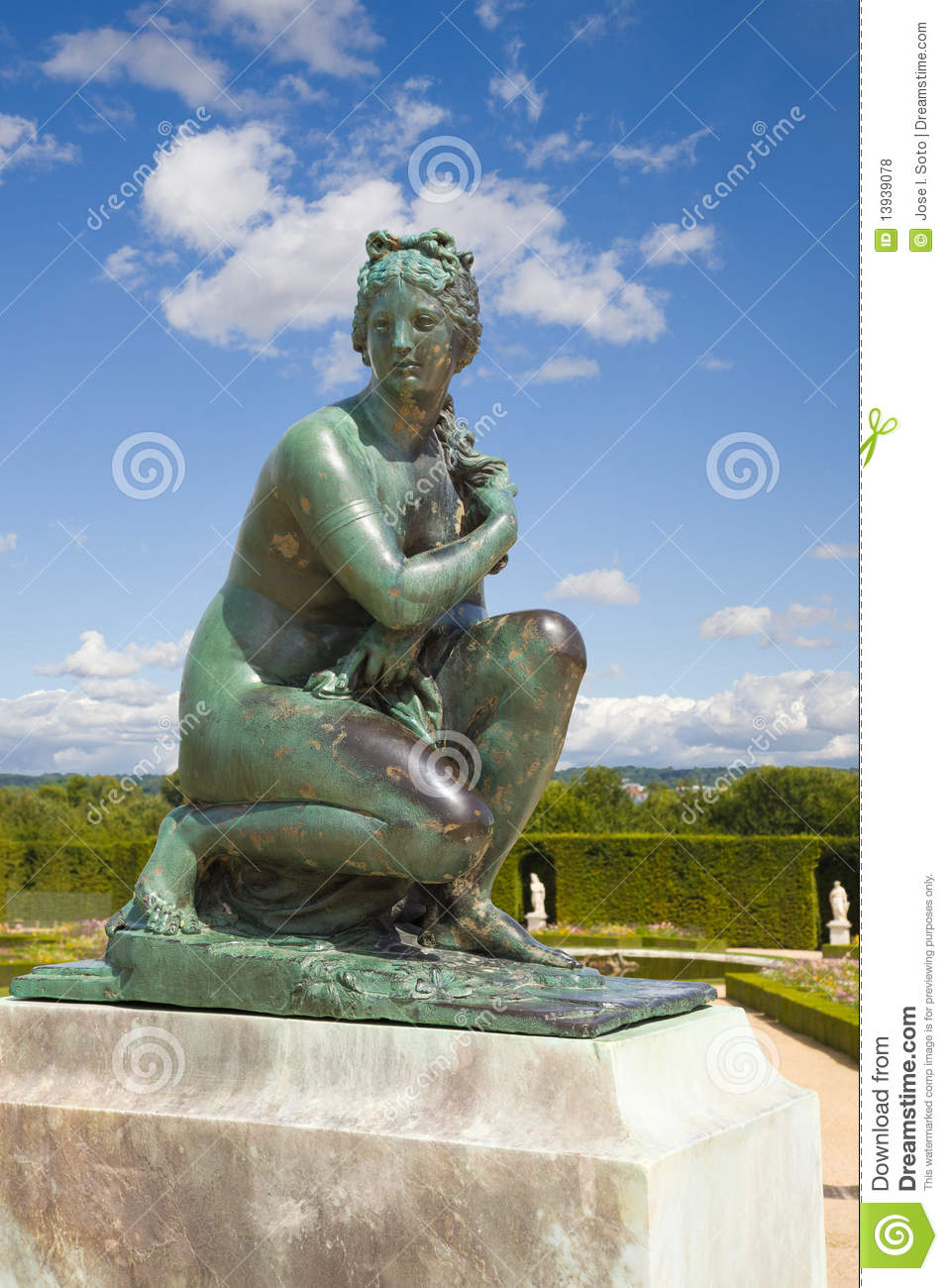 Statue of venus in versailles chateau gardens royalty free for Le jardin de venus x