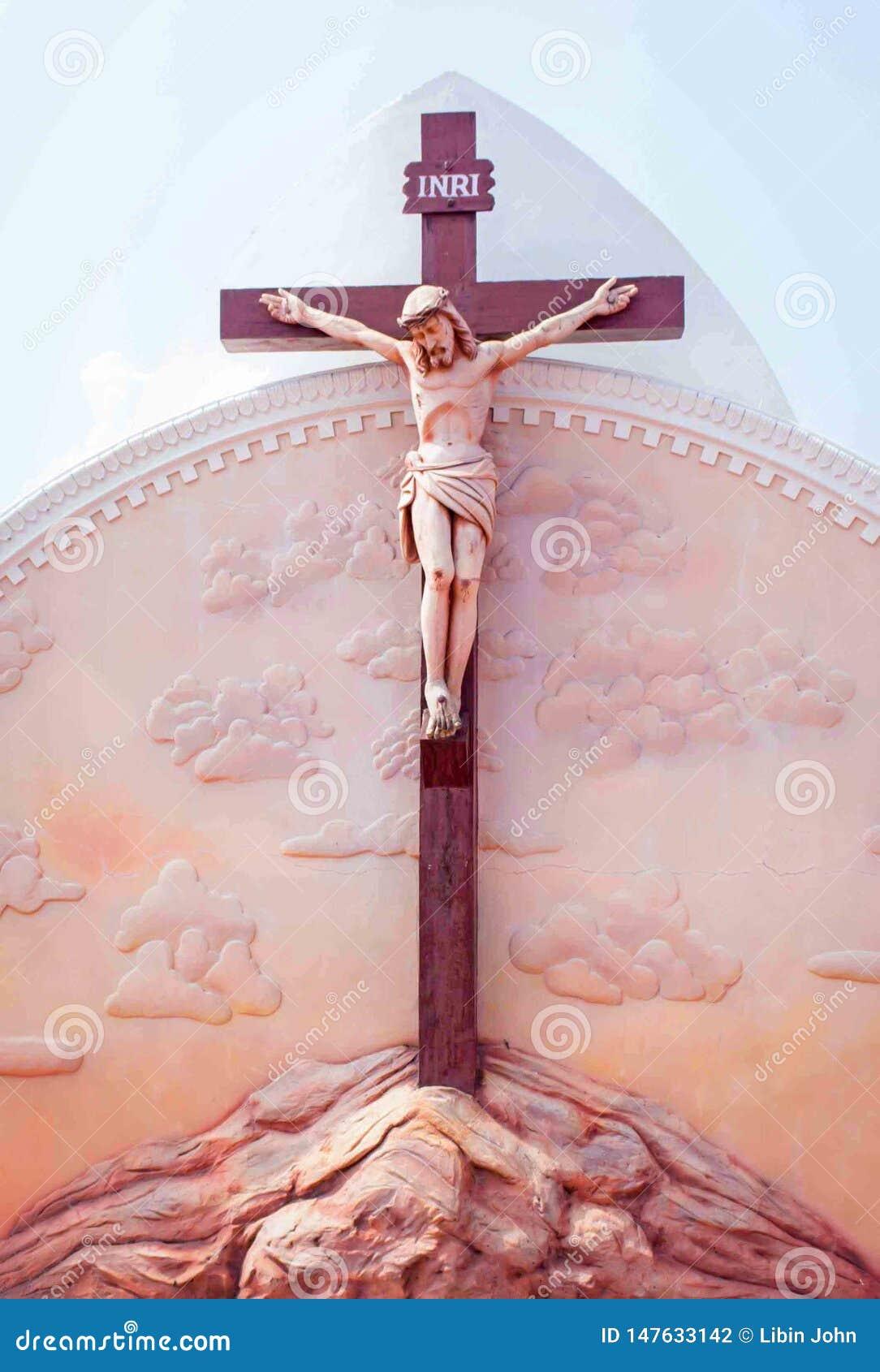 Statue von Jesus auf Kreuz