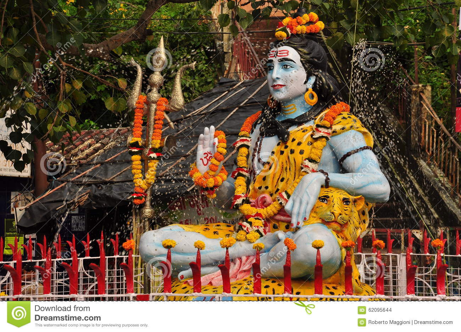 Statue von Shiva in Laxman Julla, Rishikesh, Indien