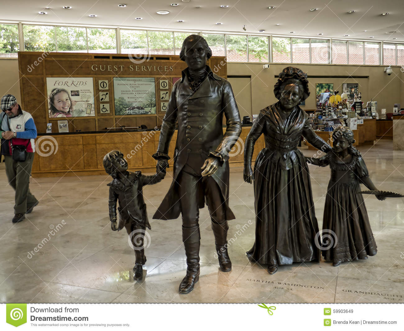 Statue of washington and his family at mount vernon was for George washington plantation