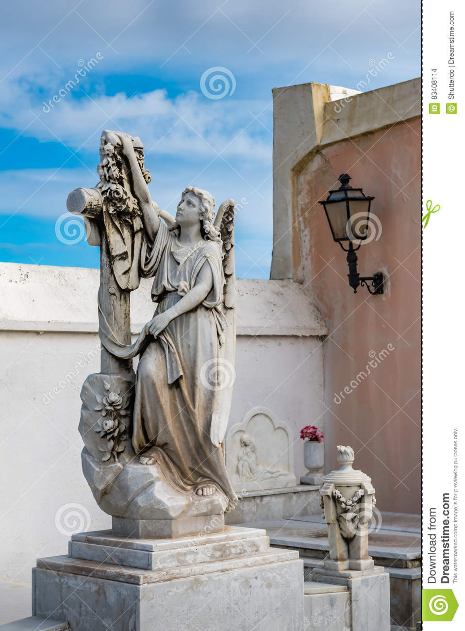 Statue of a women drapping a cross with a cloth