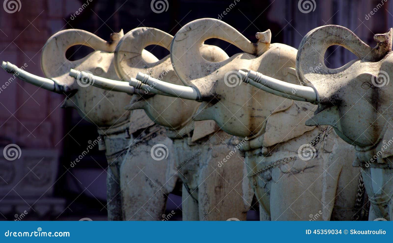 Statues d éléphant