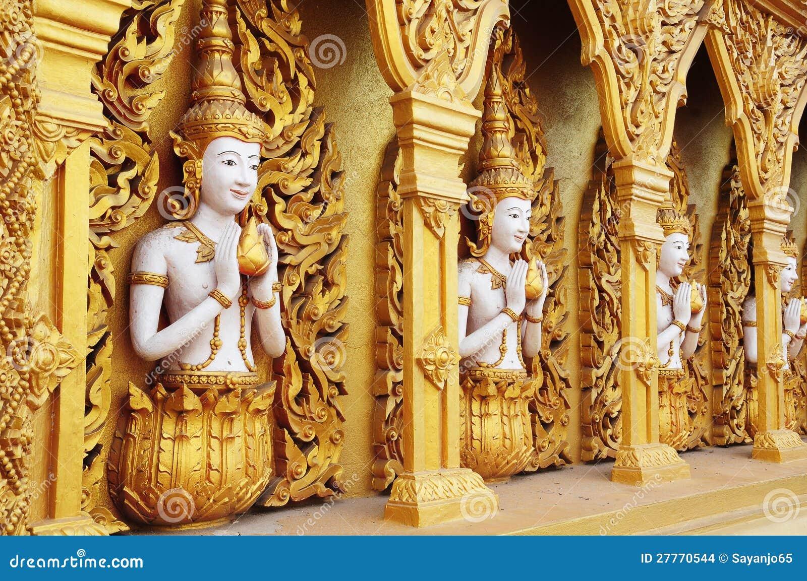 Statues d ange sur les murs. Ange d or. Mur d art