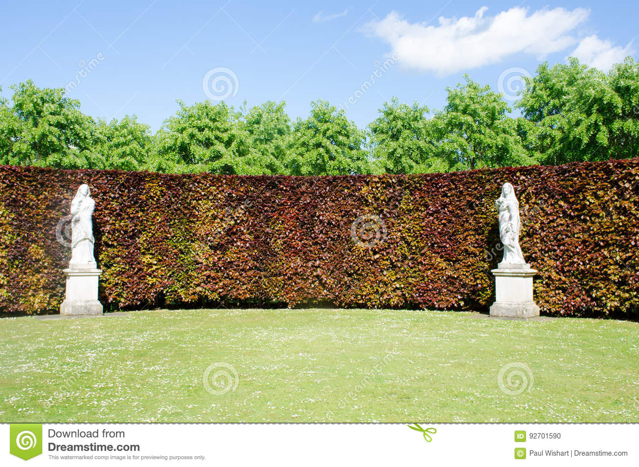 Statues In English Country Garden Stock Photo - Image of sculpture ...