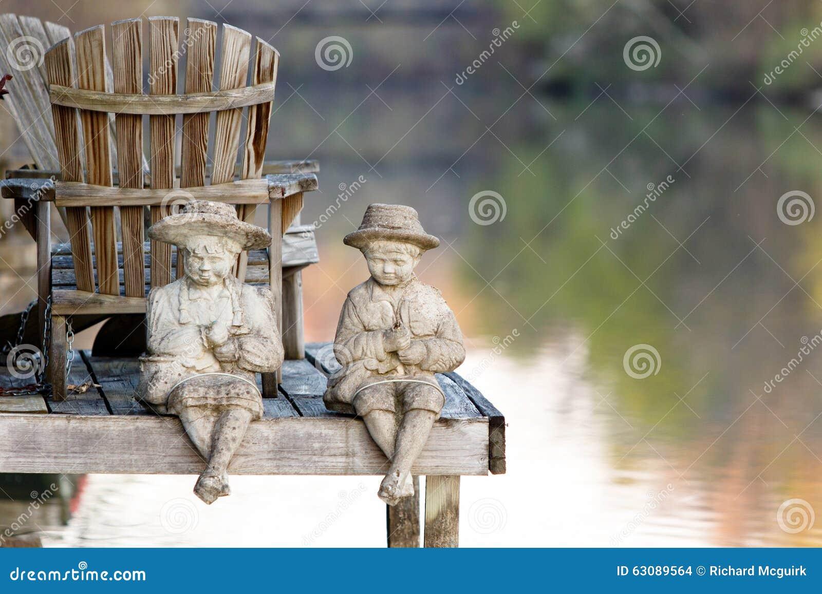 Download Statues par le canal photo stock. Image du figurine, figurines - 63089564