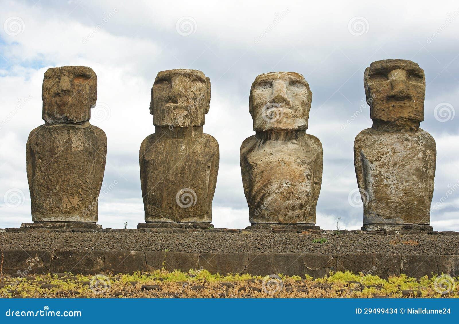 Statues sur l île de Pâques